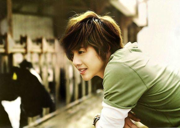 image from http://2.bp.blogspot.com/_dFYb_R45kIw/THoFp-euDCI/AAAAAAAAAPY/ZkvwoRtZ2-8/s1600/kim-hyun-joong_6.jpg
