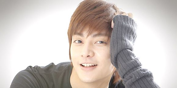 image from http://kimjunf4.files.wordpress.com/2009/04/kim-jun-song-wu-bin-5.jpg